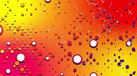 renkli : simple abstract 4k looped flat style background with circles change their size, overlap each other, red yellow orange gradient background. Minimalist design. Luma matte as alpha channel 1 Stok Video