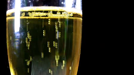 flétna : air bubbles in a glass with light sparkling wine