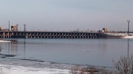 watt : hydroelectric power station