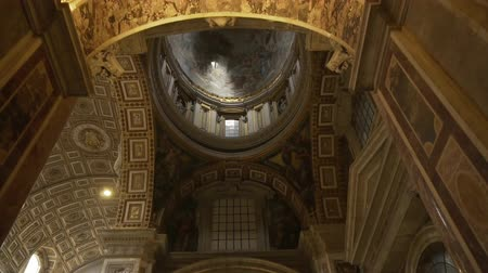 papież : ROME- APRIL 2018: Interior of St. Peters Basilica, Vatican, Italy dolly shot