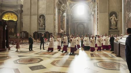 papież : VATICAN- APRIL 2018: cardinals and priests march in the cathedral of St. Peters Basilica, Vatican, Italy Wideo