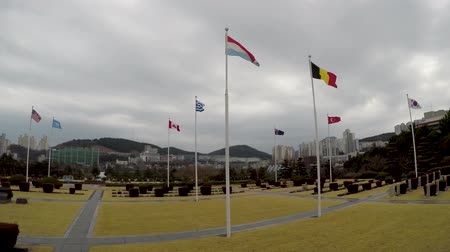 elesett : The UN Memorial Cemetery in Korea honors UN soldiers from 16 countries and UN aids from five countries that were killed in battle during the Korean War from 1950-1953