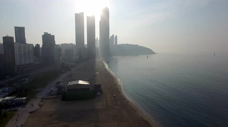 dalgakıran : Sunrise of Summer Haeundae Beach, Busan, south Korea, Asia. Stok Video