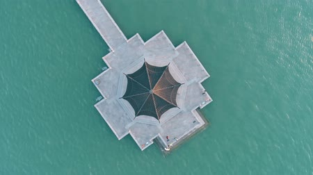 söğüt : Aerial top view of traditional chinese ancient pavilion on the lake on sunset