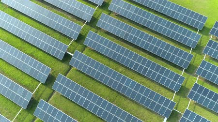 zonnestelsel : Aerial view of solar energy panels, solar panels, solar power plants.