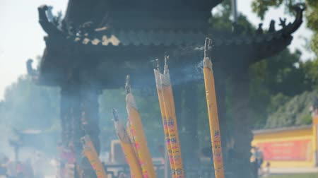 미신 : Incense sticks are burning slowly in the burner of a chinese temple. Close focus of incense with copy space for text or advertising.