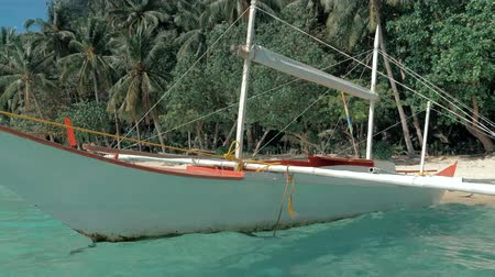 bennszülött : Close-up shot of traditional filipino bangka boat anchored on gorgeous tropical beach. Travel concept. Palawan island, Philippines.