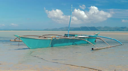 bennszülött : Traditional filipino bangka boats anchored on gorgeous tropical beach. Travel concept. Palawan island, Philippines.