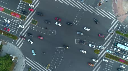csomópont : Aerial drone rotating shot of crossroad in the city, cars and buses driving by avenue. at sunset