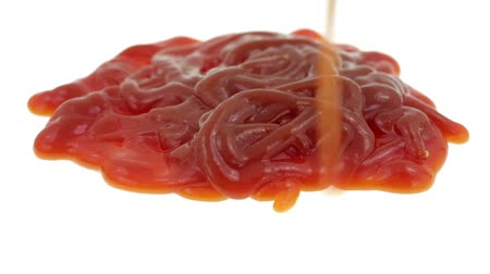 rozlití : Video of a large blob of ketchup being squirted onto a white background. Dostupné videozáznamy