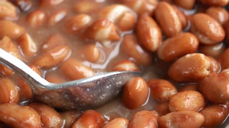 comestíveis : Close view of a serving of shelled beans being mixed then one spoonful eaten.