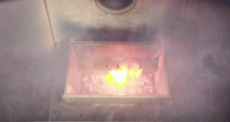 gyújtás : Video of the combustion chamber of a pellet stove smoking with ignition then lighting the pellets.