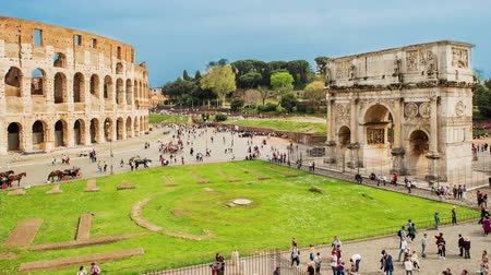 Time Lapse with aerial view of the Colosseum and the Arch of Constantine, Rome, Italy Stock mozgókép