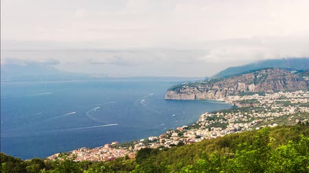 vulkán : Timelapse with aerial view of Mount Vesuvius and the town of Sorrento, Bay of Naples, Italy. Seemless loop video