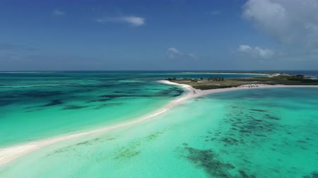 fantastický : Caribbean sea, Los Roques. Vacation in the blue sea and deserted islands. Peace. Fantastic landscape. Great beach scene. Vacation travel. Dostupné videozáznamy