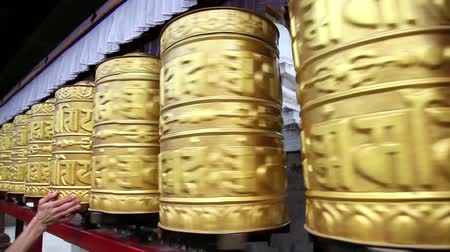 modlitba : Golden prayer wheels at Swayambhunath stupa in Kathmandu, Nepal Dostupné videozáznamy