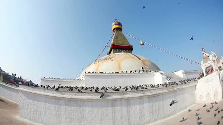 budist : Bodhnath stupa with prayer flags in Kathmandu valley, Nepal