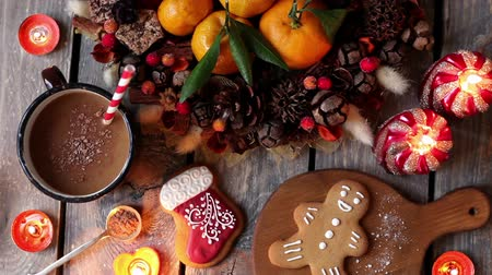 čokolády : Christmas homemade gingerbread cookies, hot chocolate and candles on wooden table