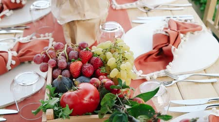 rusticana : Tomato-themed wedding dining table. Stock Footage