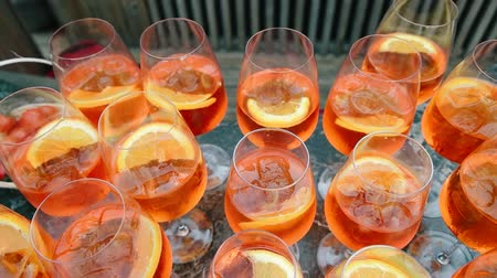 şarap kadehi : Apherol and orange slice in wine glass