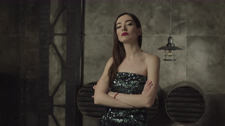 provokativní : Arrogant gorgeous woman standing with crossed arms, looking with cold haughty expression indoors. Fatal beauty female in cocktail dress standing with folded arms, looking arrogantly with disregard. Dostupné videozáznamy