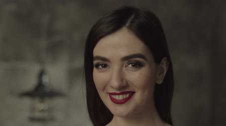 refresco : Naturally beautiful brunette woman in evening makeup looking happily at camera with beaming radiant smile. Portrait of stunning pleased female demonstrating natural beauty, being positive and joyful.