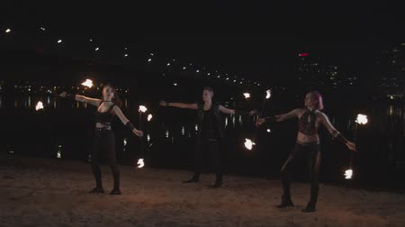 moinho : Skillful fireshow performers spinning staves Stock Footage