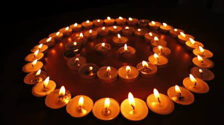 yuvarlak : Candles in Concentric Circles Dolly Stok Video