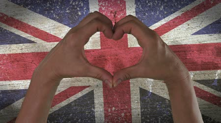 английский : Hands Heart Symbol UK Flag