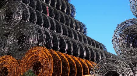 bitola : Stacked Wire Rolls Panning