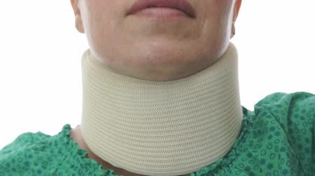 krk : Woman In Neck Brace Tilt Up Close Dostupné videozáznamy