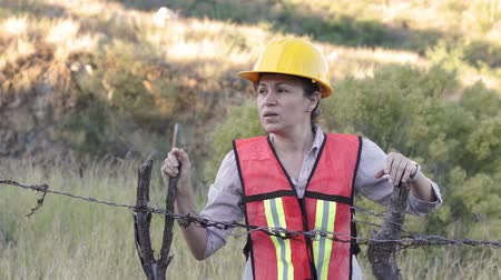 farpado : Woman Worker Barbed Wire Fence Stock Footage