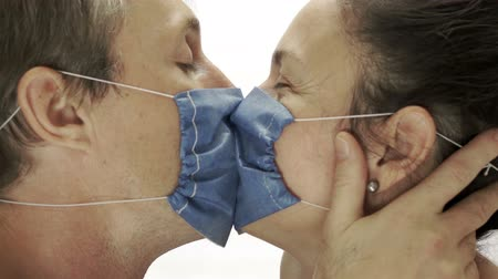 cerrahi : Couple Wearing Medical Masks Kissing Stok Video