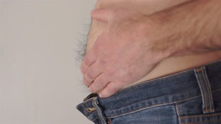 протирать : Male Rubs Bare Tummy Side View Стоковые видеозаписи
