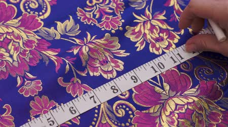 szycie : Seamstress Measuring and Marking Fabric Wideo