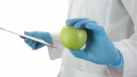 homeopatia : Doctor Giving an Apple Vídeos