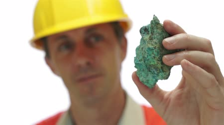 minério : Miner Inspects Copper Carbonate Ore