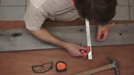 comprimento total : Industrial Carpenter Marking Wood Overhead Stock Footage