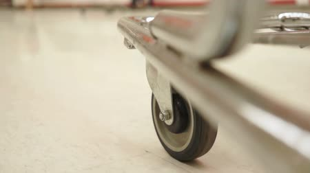 продукты : Shopping Cart Low Angle One Wheel