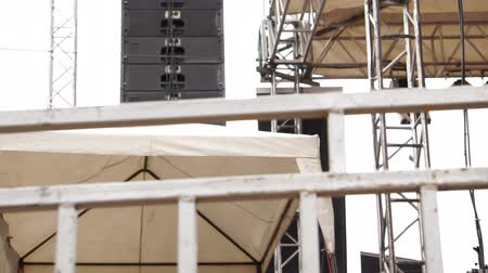 концерт : Concert Outdoor Stage Hanging Speakers