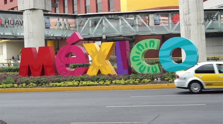 meksyk : MEXICO CITY, MEXICO - APRIL 11, 2016: Handheld shot of the colorful Mexico sign welcoming visitors outside of the Benito Juarez Mexico City International Airport.