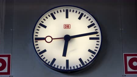 bahnhof : FRANKFURT, GERMANY - MAY 10, 2017: Close up shot of an analog Deutsche Bahn clock with the DB logo on it in the Frankfurt Airport train station.