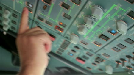 панель : Glass cockpit cabin door flight deck. Pilot hands operating electronic gadgets and switch controls panel of aircraft, preparation for take off or landing on Airbus A319 A320