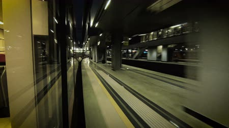 vasúti : Train speeding through night station 4K