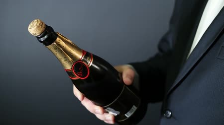 šampaňské : Opening a bottle of Champagne HD