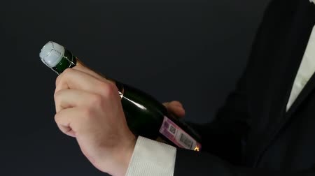 поп : Opening a bottle of Champagne HD