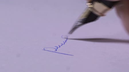 autor : Signature on a piece of paper
