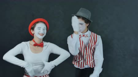 ostoba : Two young mime dancing