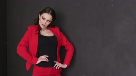 metade : Business Lady in a Red Suit Posing in Photo Studio Vídeos
