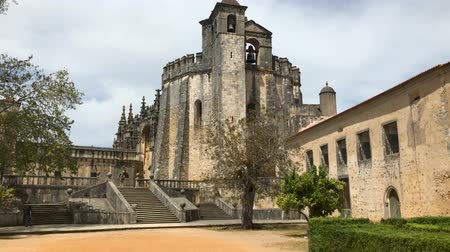 oblouk : Tomar, Portugal - April 2017: pov inside Templar Castle of Tomar or Convent of Christ. Unesco Heritage, originally a fortress of the Knights Templar Dostupné videozáznamy